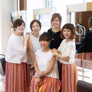 美容師の集合写真