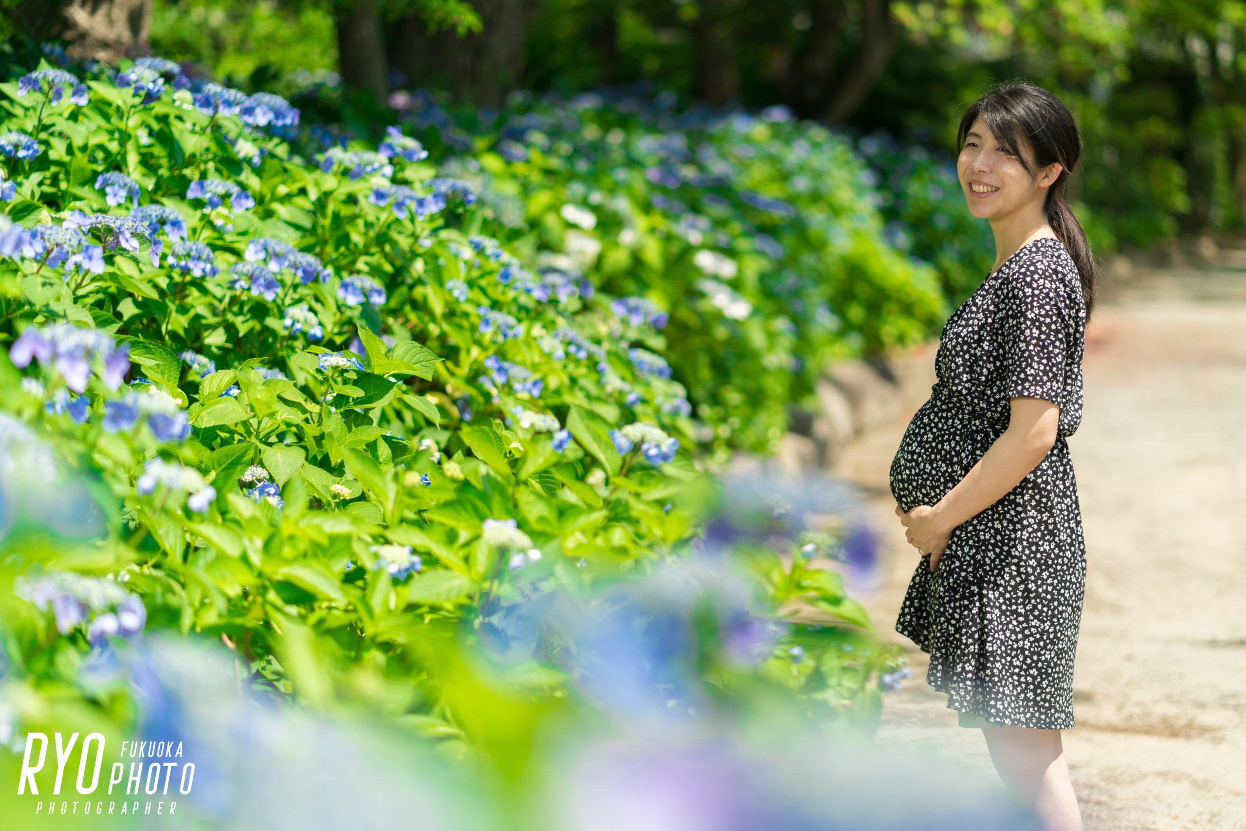 花と妊婦のマタニティフォト