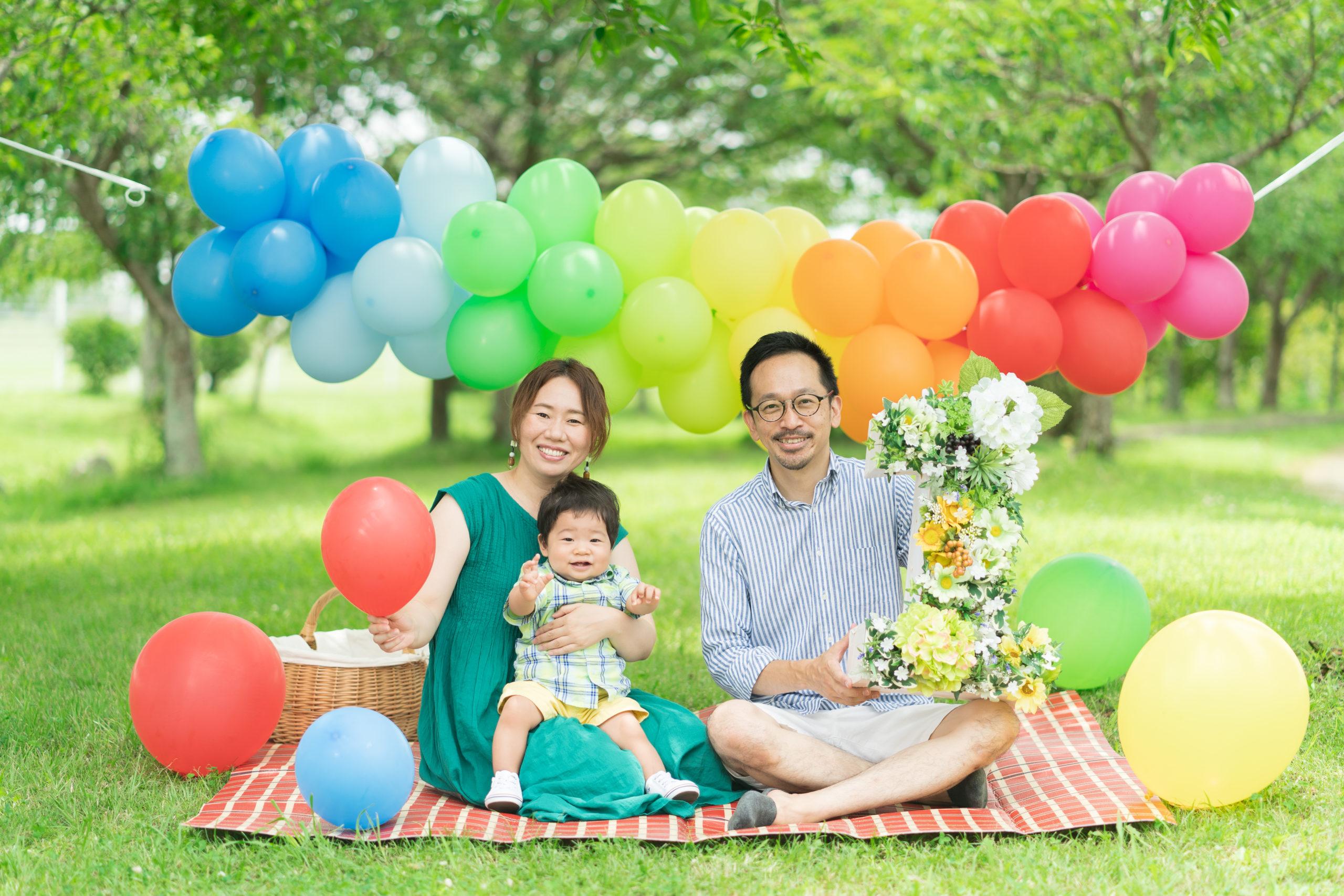1歳記念ロケ撮影の家族写真
